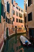 ヴェネツィアの運河を絞り込む — ストック写真