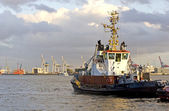 Tugboat at Hamburg port — Stok fotoğraf