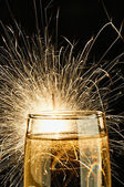 Champagner mit Burnning Wunderkerze — Stockfoto