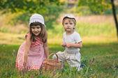 Przyjaciele na polu — Zdjęcie stockowe