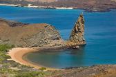 Volcanic island in ocean — Stockfoto