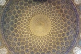 Pattern of ceiling in Sheikh Lotf Allah Mosque in Isfahan, Iran — Stock Photo