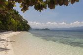 Beach on island near Port Barton, Palawan, Philippines — Stock Photo