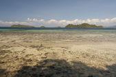 Rocky shore of island near Port Barton, Palawan, Philippines — Stock Photo