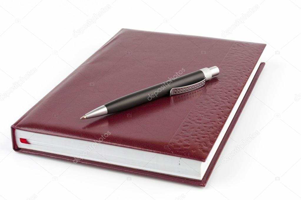 Black ballpoint pen on the leather cover diary — Foto de Stock   #18490039