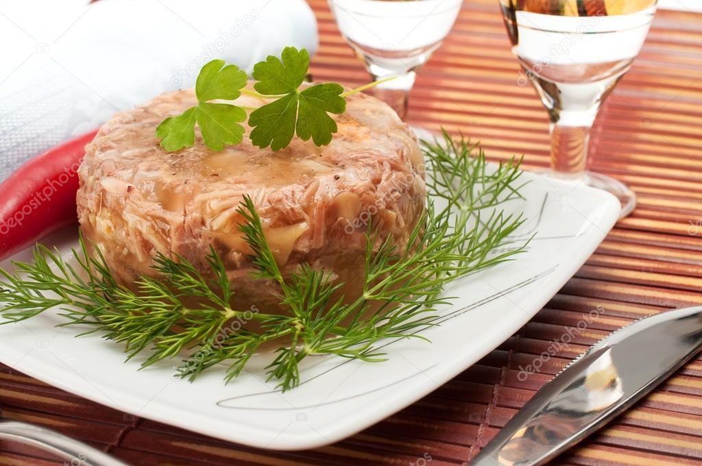 Cuisine russe traditionnelle gel e de viande aspic - Cuisine traditionnelle russe ...
