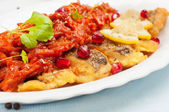 Pieces of fried fish with vegetable sauce. — Stock Photo