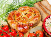 Ring bratwurst with bread, tomatoes and herbs. — Stok fotoğraf