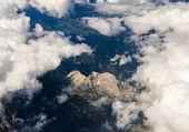 Uitzicht op de alpen vanuit het vliegtuig. — Stockfoto