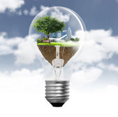 Ight bulb Alternative energy concept — Stock Photo
