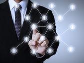 деловые люди, толкая структуры социальной сети — Стоковое фото
