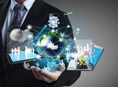 Teknik i händerna — Stockfoto