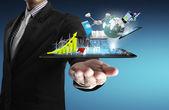 Tableta táctil en los empresarios de las manos — Foto de Stock