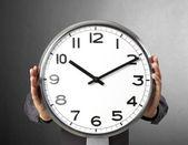 Işadamı ile çalar saat — Stok fotoğraf