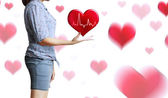 Руки держит красное сердце — Стоковое фото