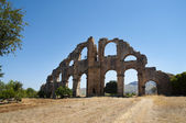 Ruins of aqueduct in Aspendos — Stock Photo