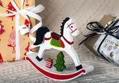 Cavalo de brinquedo de madeira de natal — Fotografia Stock