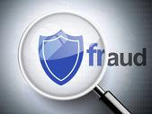 Lupa com palavra de fraude e ícone de escudo — Vetor de Stock