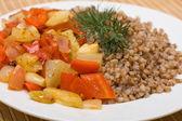 Zbożowe kasza gryczana z warzywami — Zdjęcie stockowe