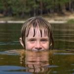 Children in water closeup — Stock Photo