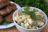 русский традиционный салат оливье — Стоковое фото