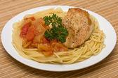 Spaghetti with chicken — Stock Photo