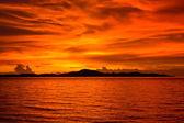 Beautiful sunset on the beach in Thailand. — Stock Photo