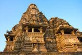 卡修拉荷,他们的色情雕塑作品而闻名的庙宇 — 图库照片