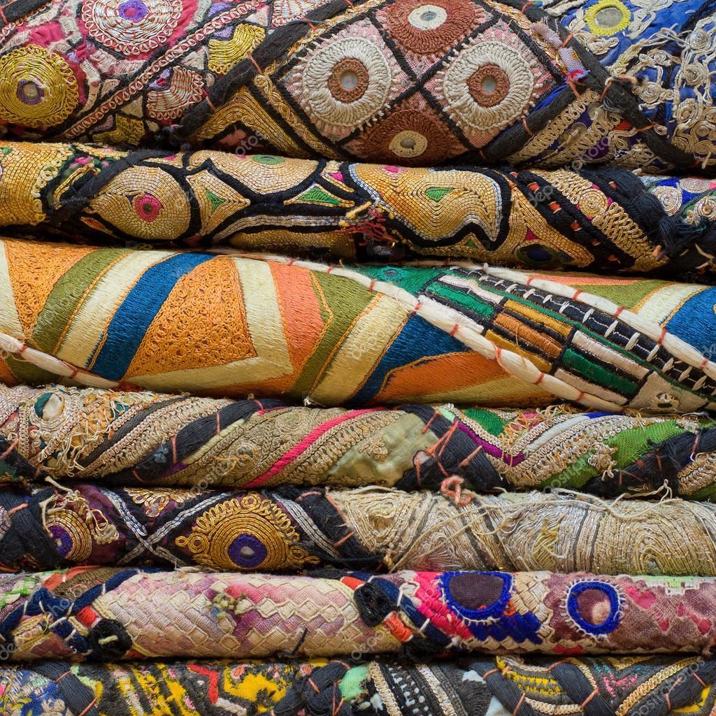 Mont n de telas de pa o en un mercado local en la india - Telas de la india online ...