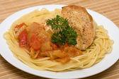 Spaghetti z kurczakiem — Zdjęcie stockowe
