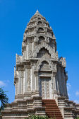 Buddhist temple in Phnom Penh, Cambodia . — Stock Photo