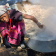 MAE HONG SON - NOVEMBER 12: Unidentified womLahu tribe is cooking Nov 12, 2011 in Mae Hong Son, Thailand. Lahu tribe that came from Tibethas settled in Thailand not long ago. — Stock Photo #21467011