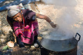 MAE HONG SON - NOVEMBER 12: Unidentified woman Lahu tribe is cooking Nov 12, 2011 in Mae Hong Son, Thailand. The Lahu tribe that came from Tibetan has settled in Thailand not long ago. — Stock Photo
