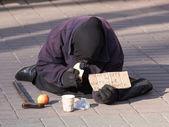 An unidentified homeless woman in Kiev, Ukraine — Stock Photo