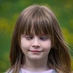 Косоглазый молодая девушка — Стоковое фото