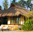 Beautiful tropical beach bungalow — ストック写真