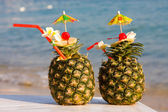 Two tropical cocktails on the beach — Foto Stock