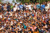 ATTARI, INDIA - OCTOBER 18: Indian celebrating at the Indian - Pakistani border during the border closing ceremony at October 18, 2012 in Attari, Punjab, India. — Stock Photo