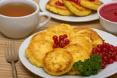 Sweet cheese pancakes on a plate — Stock Photo