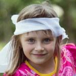 可爱的小女孩,在夏季的一天中的性质 — 图库照片
