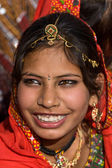PUSHKAR, INDIA - NOVEMBER 21: An unidentified girl attends the Pushkar fair on November 21, 2012 in Pushkar, Rajasthan, India. Pilgrims and camel traders flock to the holy town for the annual fair. — Zdjęcie stockowe