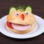 Fun food for kids - hamburger looks like a funny muzzle — Stock Photo