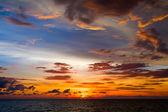 красивый закат на пляже в таиланде. — Стоковое фото