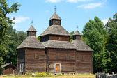 Wooden ukrainian antique orthodox church in summer in Pirogovo museum, Kiev, Ukraine — Stock Photo
