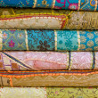 Heap of cloth fabrics at a local market in India. — 图库照片