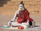 Indian sadhu (holy man). Varanasi, Uttar Pradesh, India. — Foto Stock