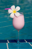 Strawberry and raspberry shake at the swimming pool — Stock Photo