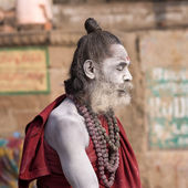 Indian sadhu (holy man). Varanasi, Uttar Pradesh, India. — Stockfoto