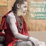 Indian sadhu (holy man). Varanasi, Uttar Pradesh, India. — Stock Photo