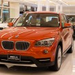BMW X1 xDrive 20d car on display at the Siam Paragon Mall in Bangkok, Thailand. — Lizenzfreies Foto